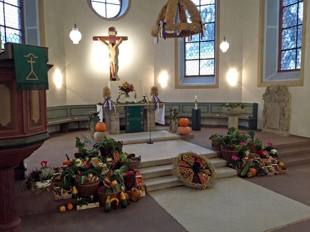 Erntedank-Altar in der Lutherkirche
